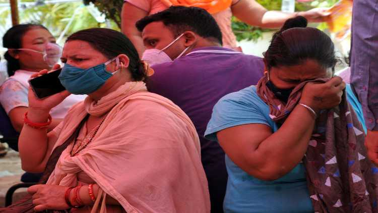 Helplessness: relatives of Covid patients breaking down at a oxygen inhaling center (Ravi Batra)