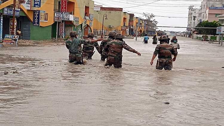 Stranded civilians being evacuated by indian army