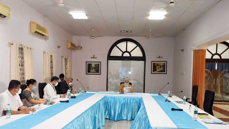 The cyclone review meeting held by Prime Minister Narendra Modi in Bengal. Chairs are seen empty on the right as CM Mamata Banerjee & her officers skipped the meeting