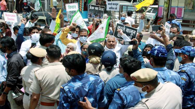 Paramilitary personnel tackle farm laws protesters in Gurugram on June 5