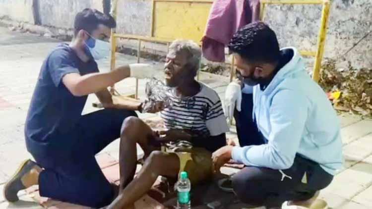 Rizwan and Salim feeding a man living on roadside