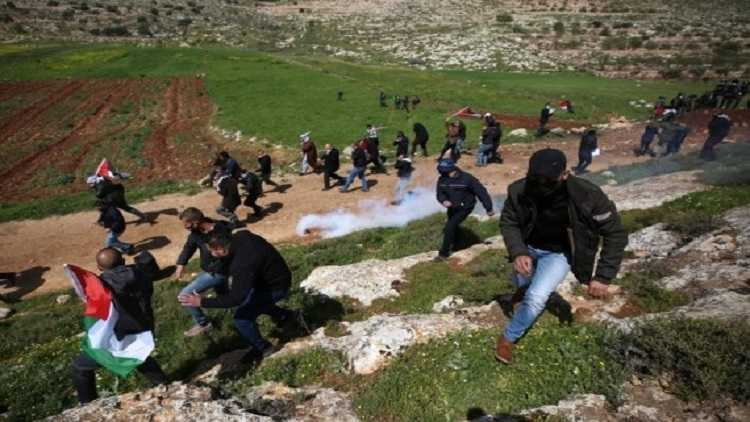 7 Palestinians injured in clashes with Israeli soldiers
