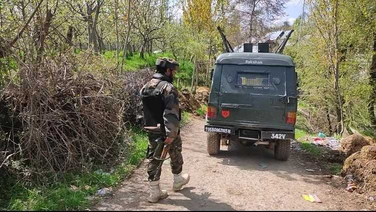 Security forces in the Zeipora area of South Kashmir
