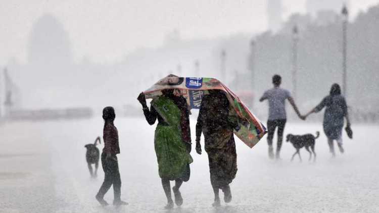 Delhi to receive light rain during next 2 hours: IMD