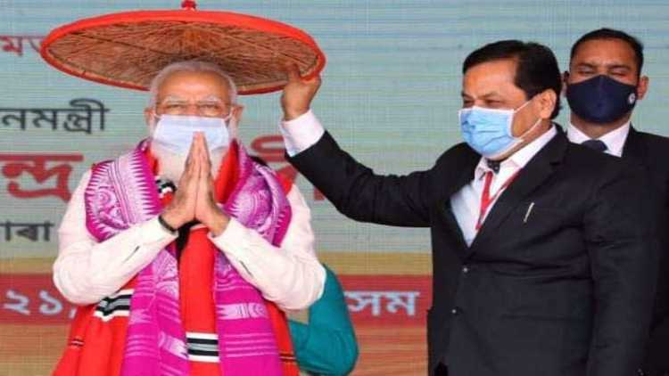 PM Modi being felicitated by Assam CM Sarbananda Sonowal