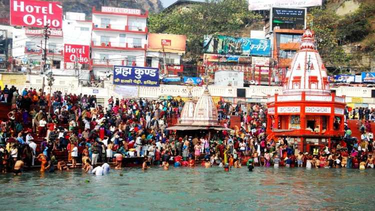 Haridwar: Devotees throng the Ganga ghats in Haridwar during Ardh Kumbh on Jan 14, 2016