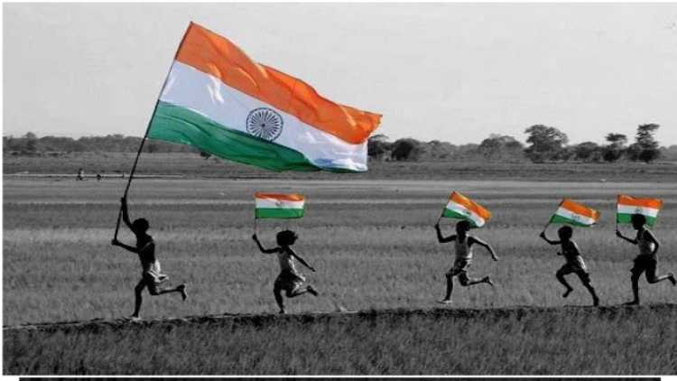 Children carrying Indian national flag