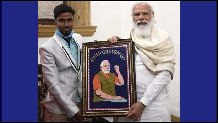 Jahangir Mollah presenting his Zari portrait to the PM. It took him seven months to make it.